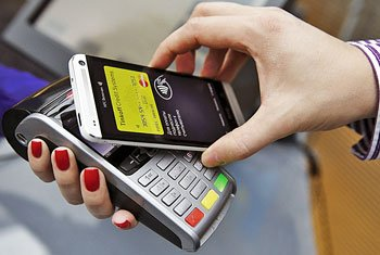 Оплачивать покупки можно с помощью приложения Кошелёк Банковские карты